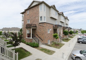 240 Shanly Private,Ottawa,Ontario,2 Bedrooms Bedrooms,3 BathroomsBathrooms,Terrace Home,Shanly Private,1011