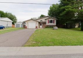 22 Russell Street,Petawawa,Ontario,3 Bedrooms Bedrooms,1.5 BathroomsBathrooms,Detached,Russell Street,1020